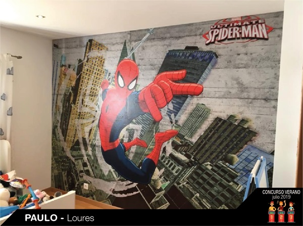 Parede decorada com fotomural spiderman