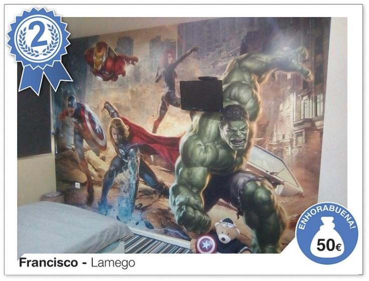 Parede de quarto com decoração de fotomural- Os Vingadores.